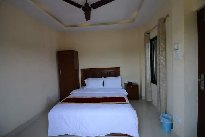 Deluxe Queen Bed AC Room Bed & breakfast 2 Person