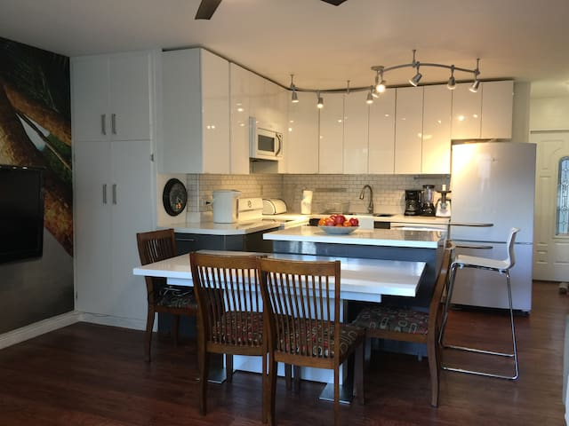 Waikiki newly remodeled 2bd/1bth/1pk condo - Honolulu - Appartement