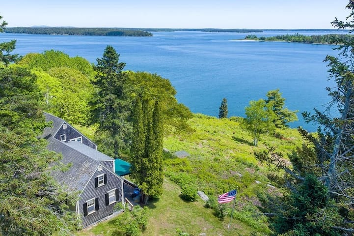 5 BR Cottage on 6 Acres with Ocean View