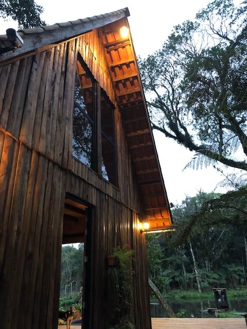 Cabana aconchegante em meio à natureza
