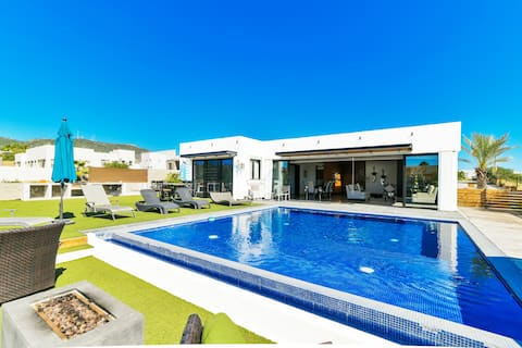☀️ New Listing: Luxury Dream Villa w/Modern Pool ☀️