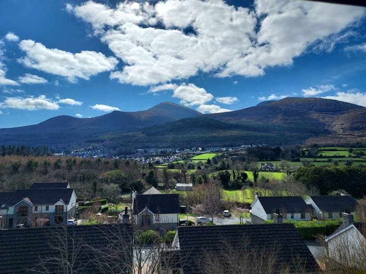 Outstanding 2 Bed Apt at the foot of the Mournes.