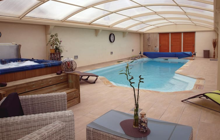 Semi-Detached with 4 bedrooms on 150m² in Frehel