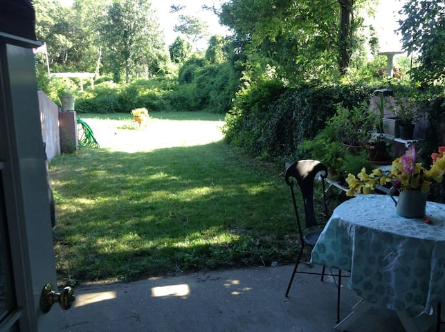 Garden getaway near town - Edgartown - Other