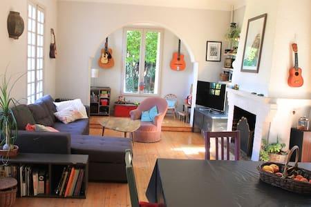 Airbnb: Top 20 Saint-Laurent-du-Var, St-Laurent-du-Var Vacation ...
