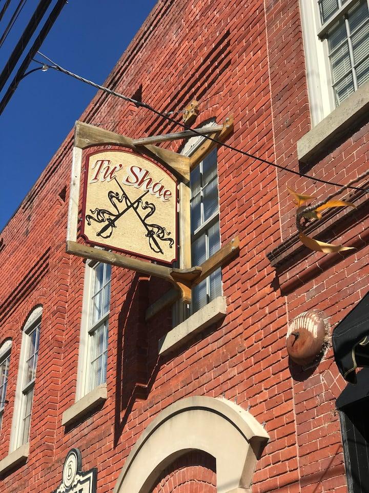 Tu' Shae Thornhill Historic Loft