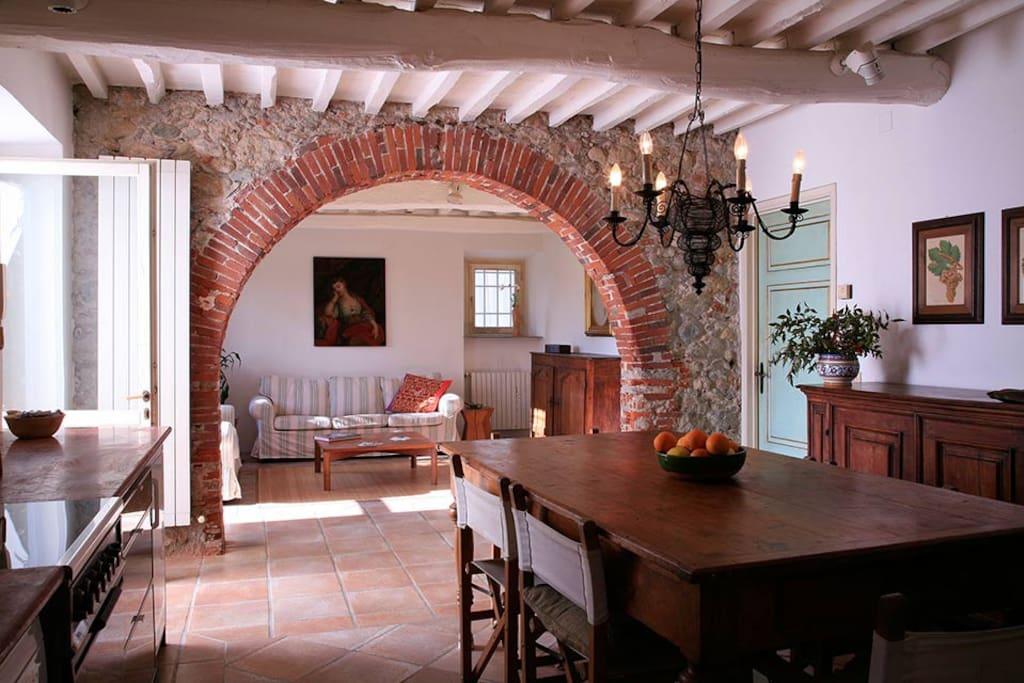 Villas near pietrasanta with garden apartments for rent for Immagini di portico per case