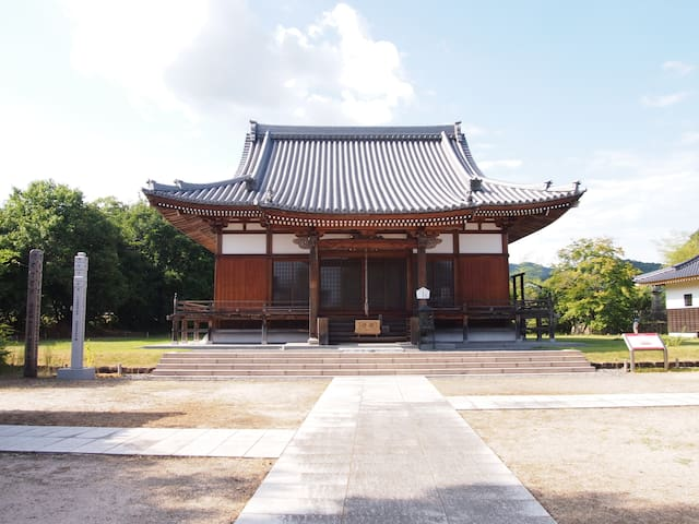 Stay in 1300 y/o historic temple! Find your Zen!