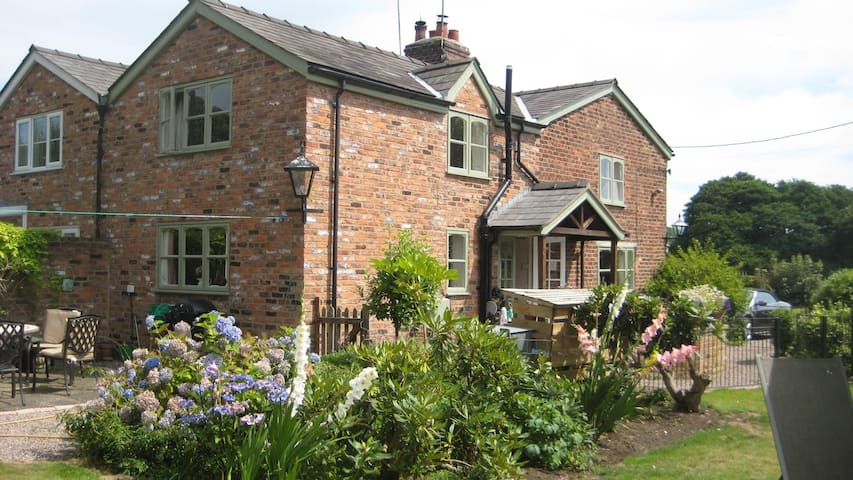 Idyllic Cottage Chester Cheshire - Mouldsworth - Huis