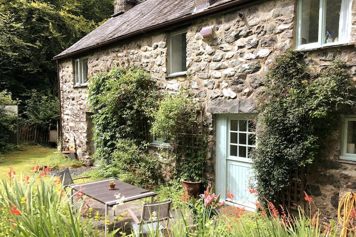 Riverside cottage in Southern Snowdonia