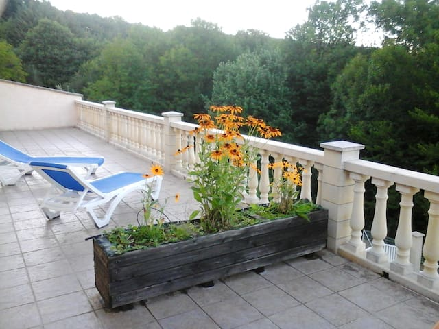 House with 3 bedrooms in Nages, with wonderful lake view and enclosed garden - 90 km from the beach