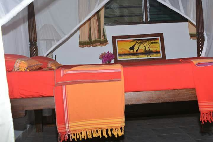 A breathtaking bed with a poolview. - Diani Beach - Bed & Breakfast