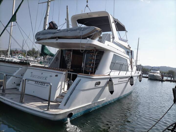 HOURLY BAY CRUISE AND YACHT RENTALS