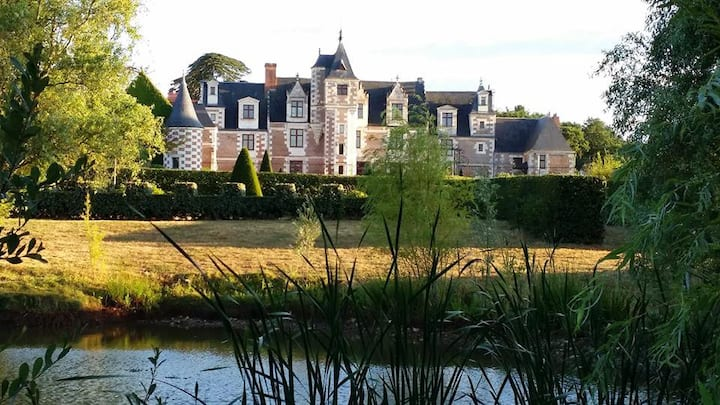 Appart & terrasse spa en château  2piscines tennis