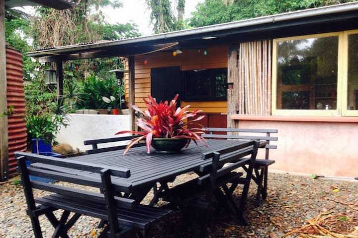 In Town, Tropical Nature Cabin - Maleny