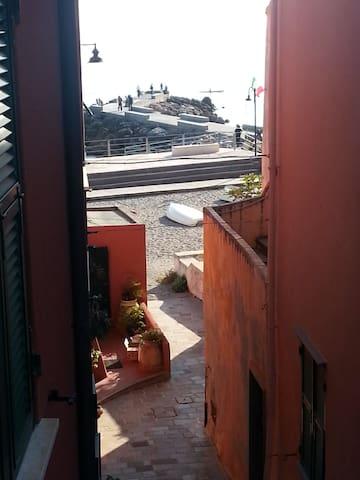 Casa mediterrea sul mare nel borgo di Varigotti