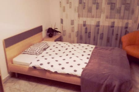 Helles Zimmer mit guter Lage - Stein