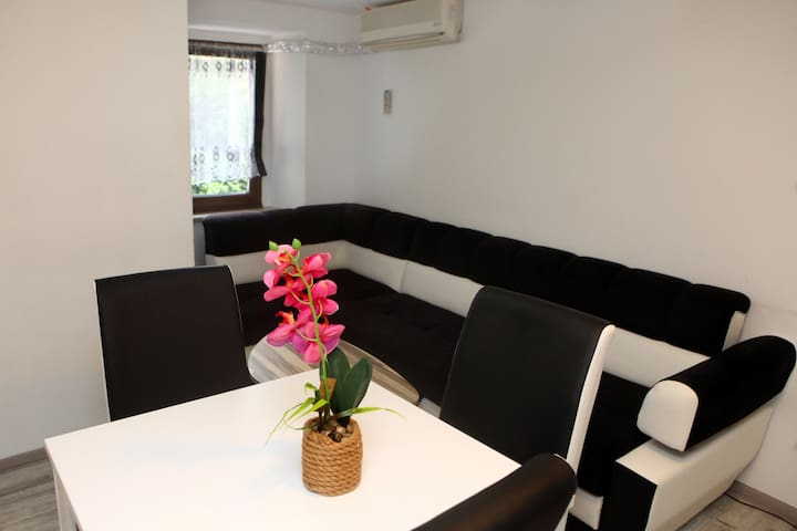 Emina Accommodations - Apartment 2