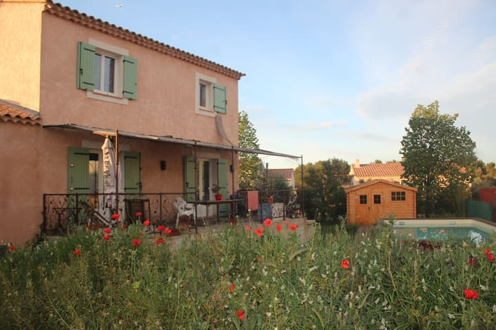 Villa grand jardin avec piscine - Saint-Chamas