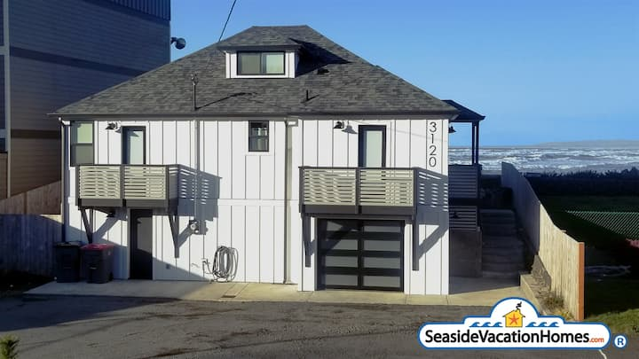 SURF SHACK at Seaside Beach - OCEAN FRONT - HOT TUB