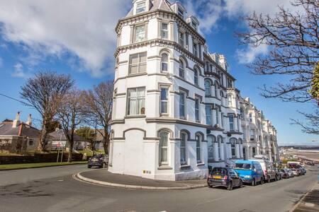 Ascog Hall Apartment, Ramsey, Isle of Man TT