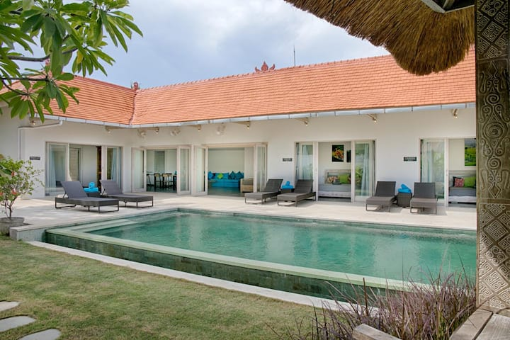 Modern 3 bdrs villa in Bingin next to Cashew Tree