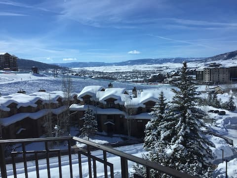 Updated Ski in/Walk Out 2Br 2Ba with Views!