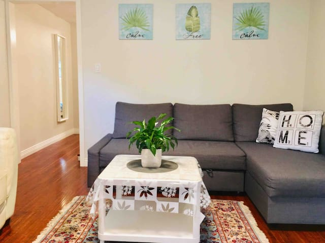 Clean/private/renovated/free parking/easy access