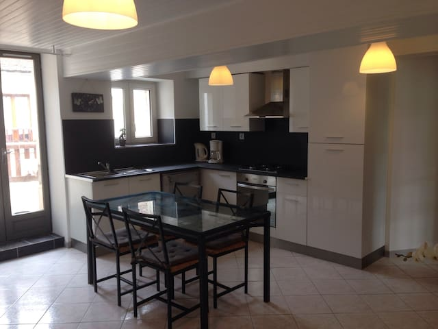 Joli Appartement de 60m2 avec Balcon à la Campagne - Courson-les-Carrières - Huoneisto