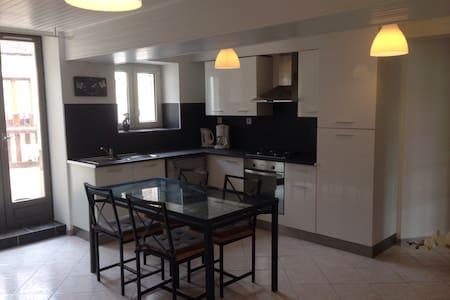 Joli Appartement de 60m2 avec Balcon à la Campagne