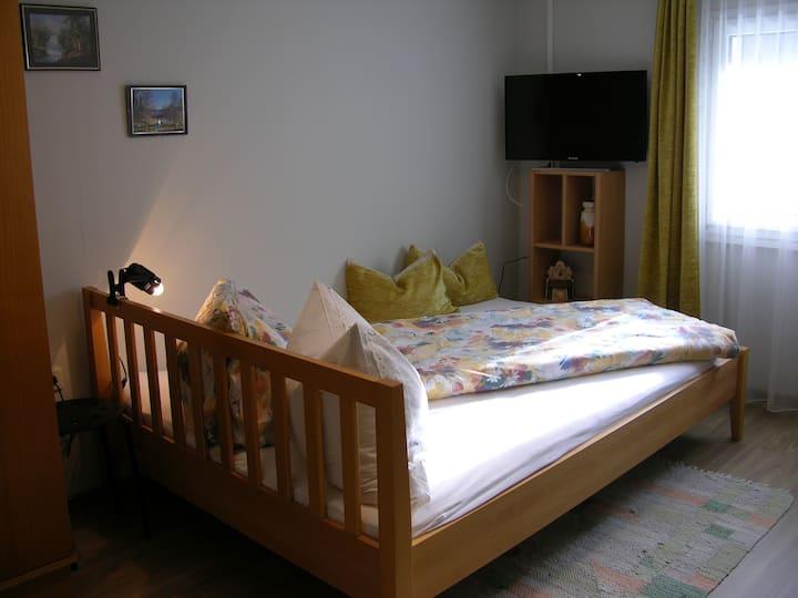 """Omas  """"Südzimmer"""" urig und modern"""