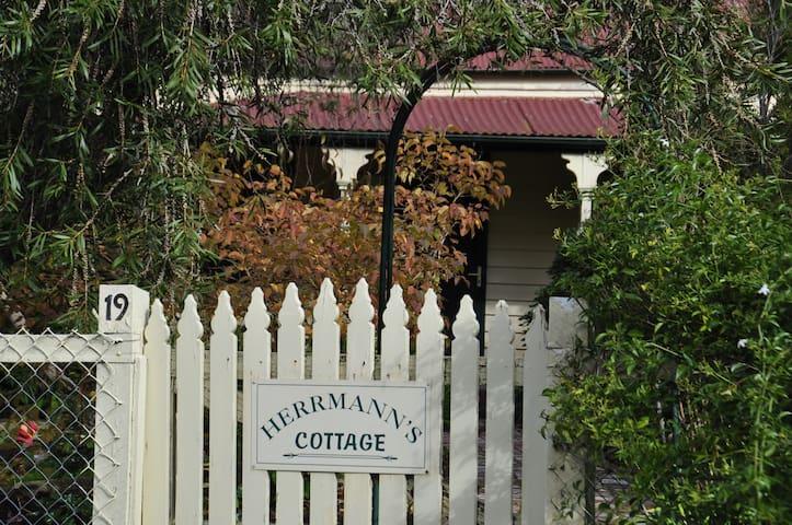 Herrmann's Cottage Maldon - 1860s miner's cottage