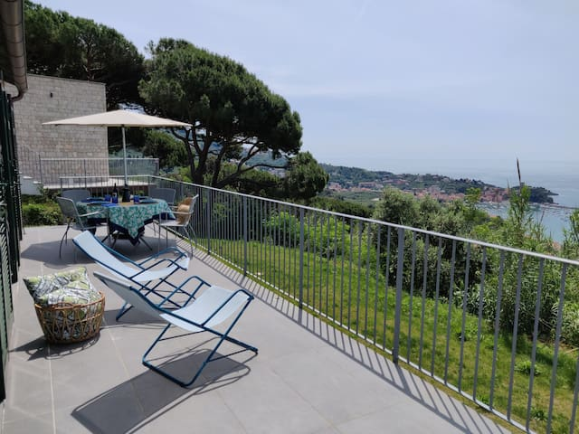 No limit sea view, pool + parking in Lerici!