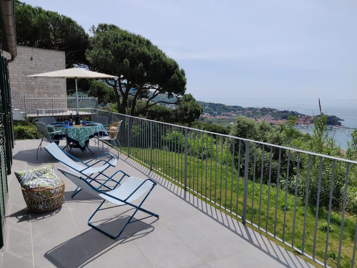 Vue mer, piscine, tennis, wifi + parking à Lerici!
