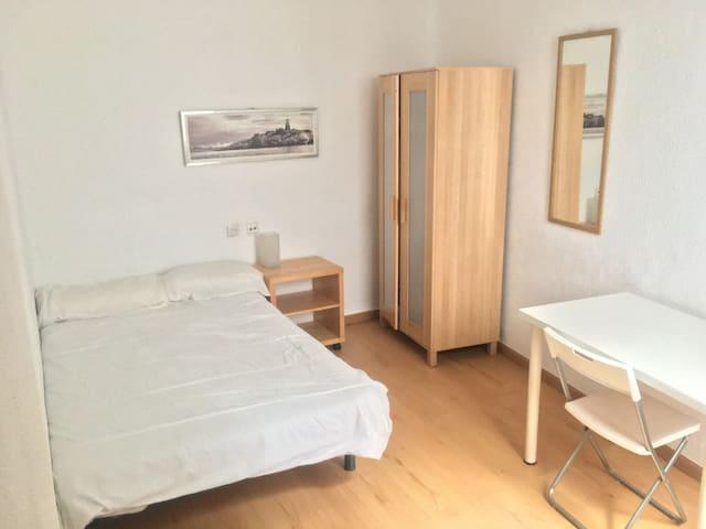 Habitación Doble en Madrid Centro - Wifi