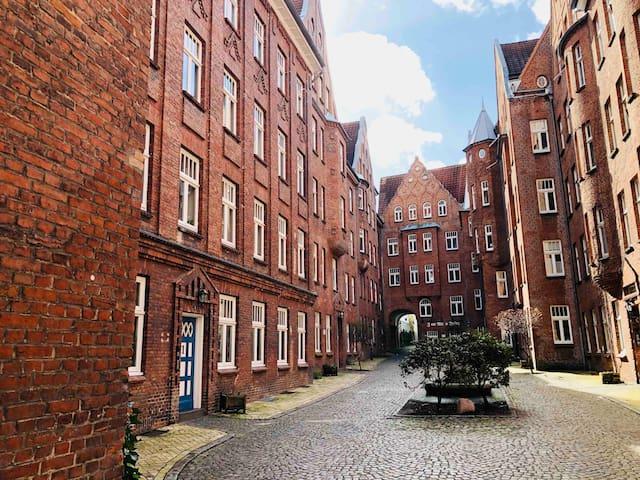 Schöne & zentrale Wohnung im historischen Burghof