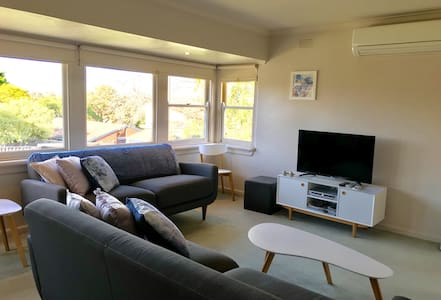 One bedroom unit in Camberwell. Off street parking