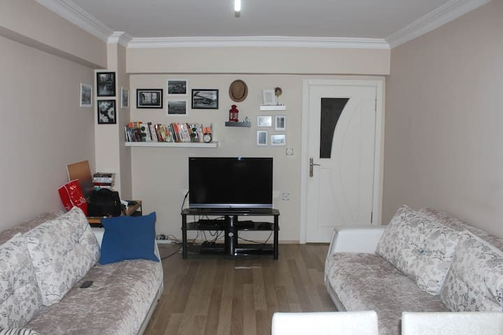 Private room in apartment with full furniture.