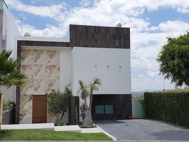 Casa de descanso, familiar, moderna con alberca