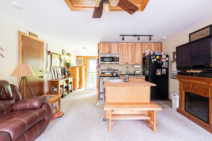 Clean cozy-warm-inviting apartment
