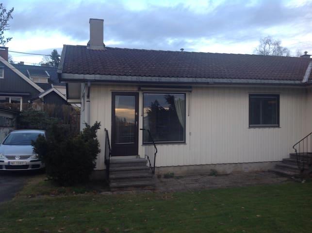 60m2 leilighet i villaområde nær Holmenkollen.