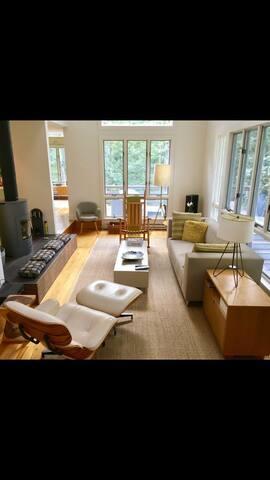 Prime Vineyard Haven architect house w extras
