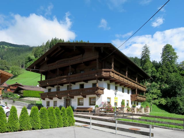 Holiday apt Ratschnhof with a beautiful view of the valley