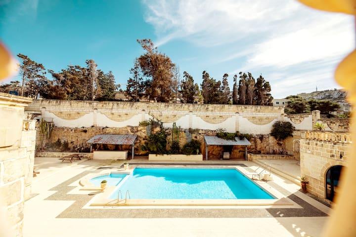 Villa Viola: Unique, Nature, sea views, large Pool