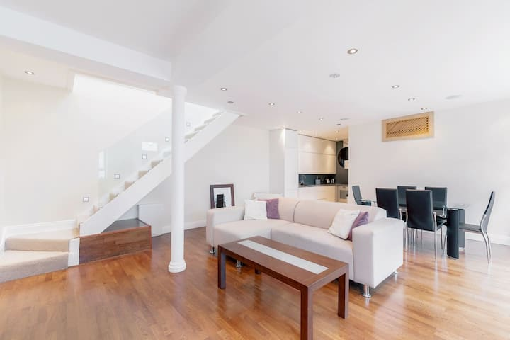Beautiful 3 bed Mews House in Earl's Court {SD1} - London - House