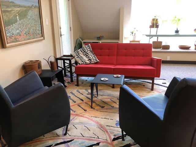 Cozy Guest Room in modern apartment, Norwalk, CT