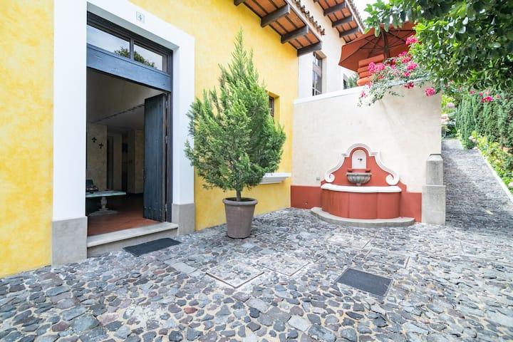 Luxury Villa Antigua Guatemala - Villas de Orotava