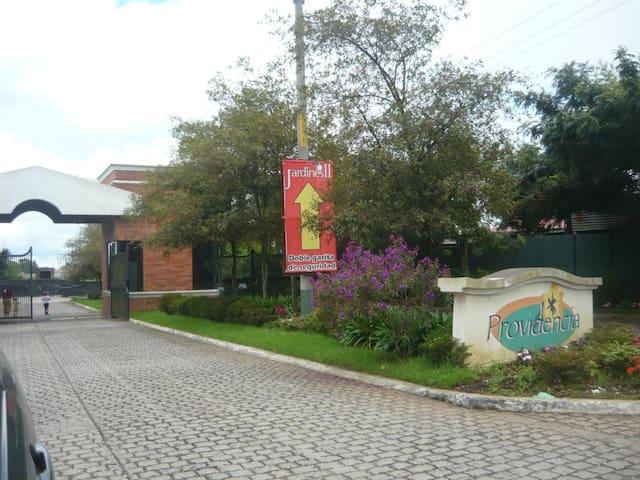 Providencia, Carr. a Pinula - Guatemala Department - Huis