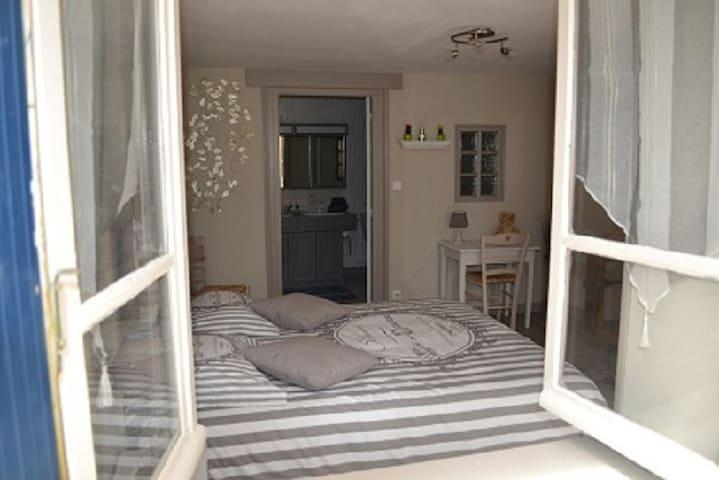 """chambres d'hôtes """"la maison aux hortensias """""""