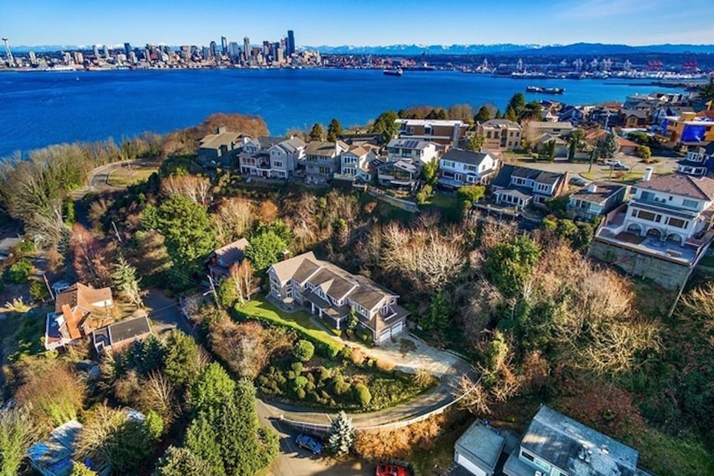 A quick jaunt from the retreat offers a visual feast of Seattle, Puget Sound and Olympic Mountains.